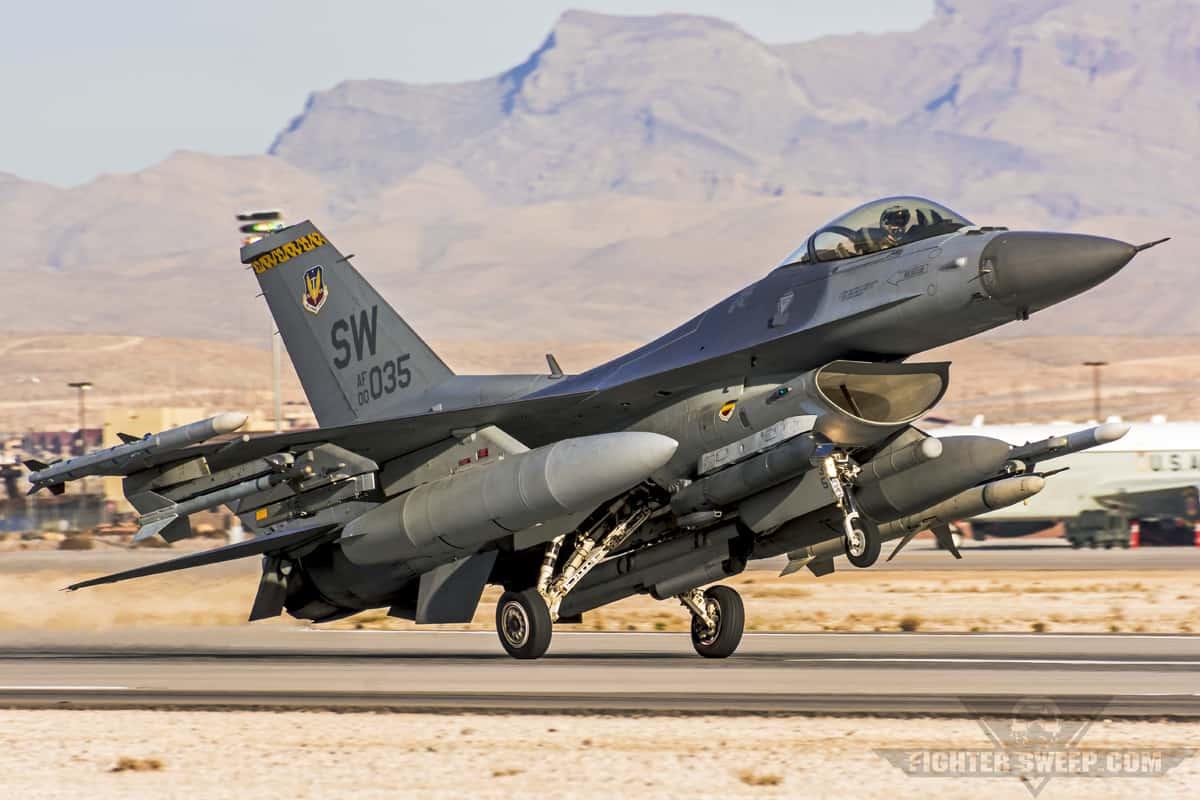 Приземлення винищувача F-16CJ Block 50