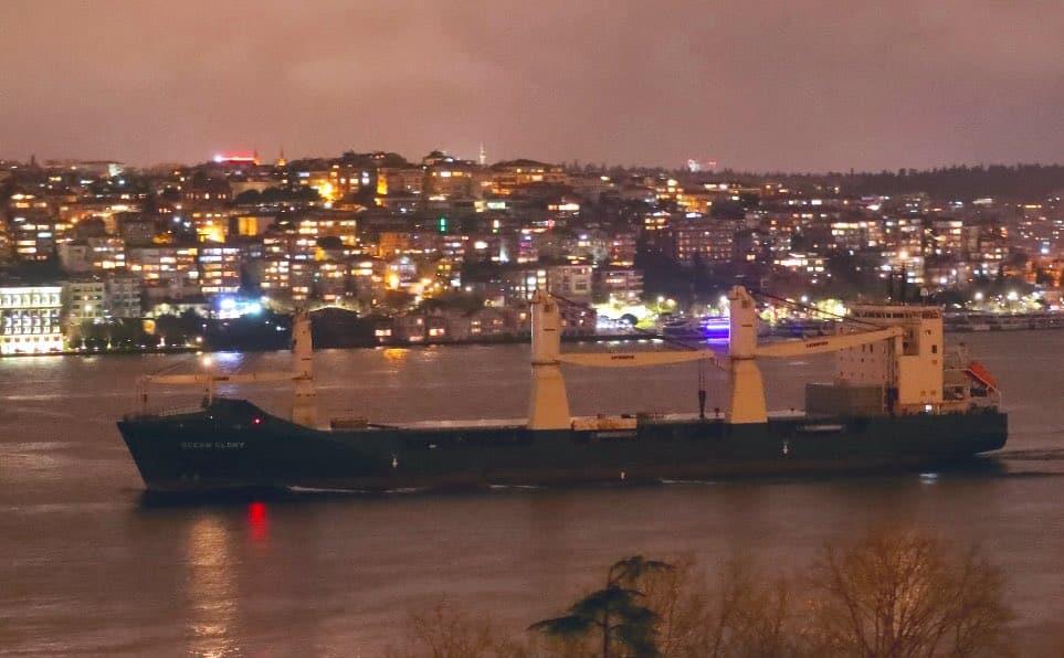 Суховантаж Ocean Glory під час переходу Босфору 22 березня 2021 року