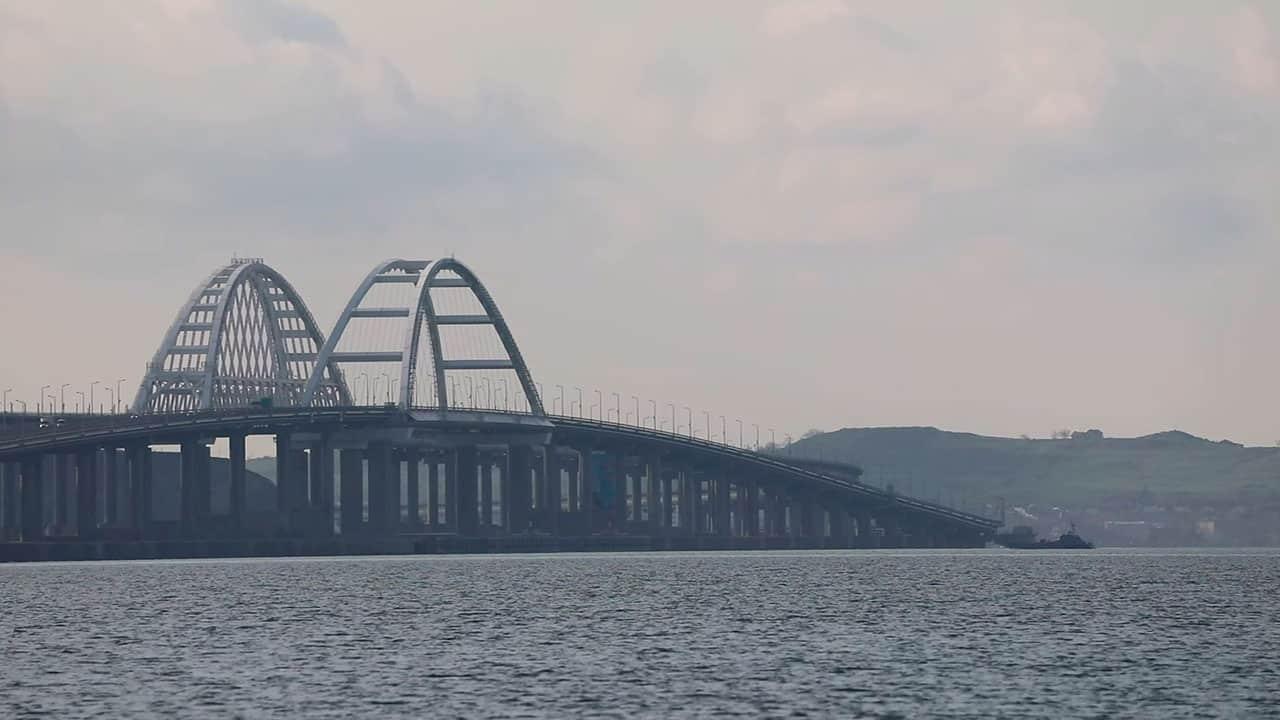 Прохід загону Каспійської флотилії під Керченським мостом 17 квітня 2021, фото - Міноборони РФ
