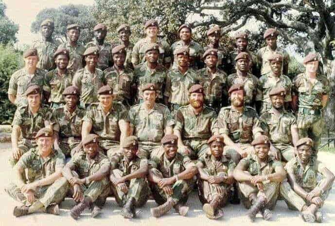 Випускники одного з курсів відбору. Білі і чорні, офіцери й солдати- всі вони рівні між собою- всі вони Скаути Селуса