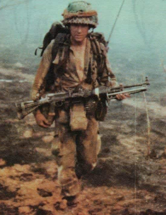 САСівці часто носили шоломи, що було нехарактерно іншим родезійським військовим