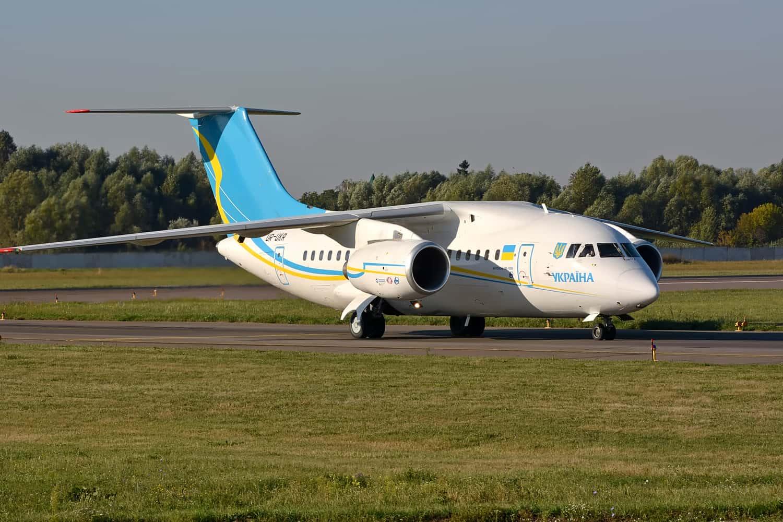 Літак Ан-148-100 зі складу Державного авіаційного підприємства «Україна»
