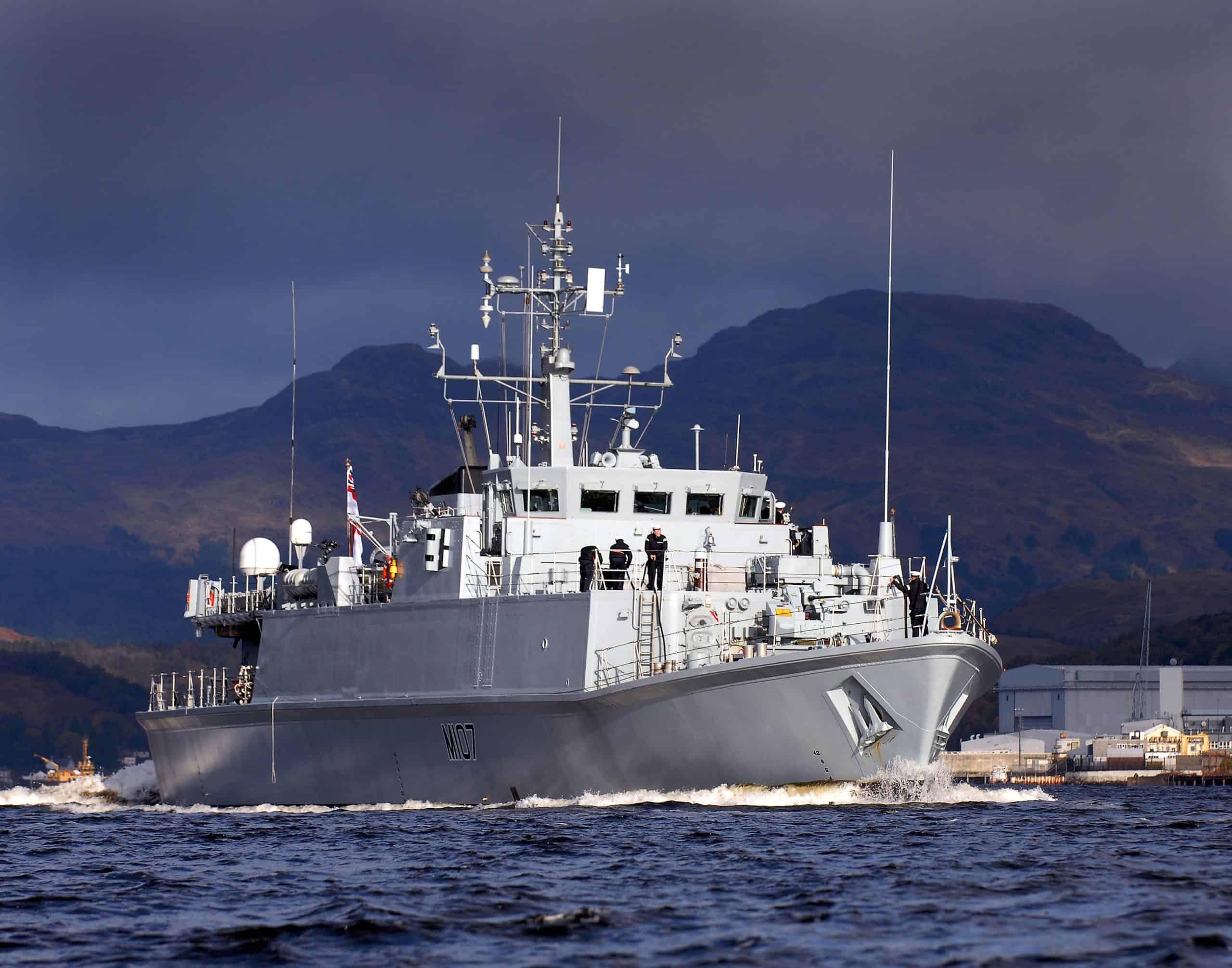 Мінний тральщик HMS Pembroke (M107)