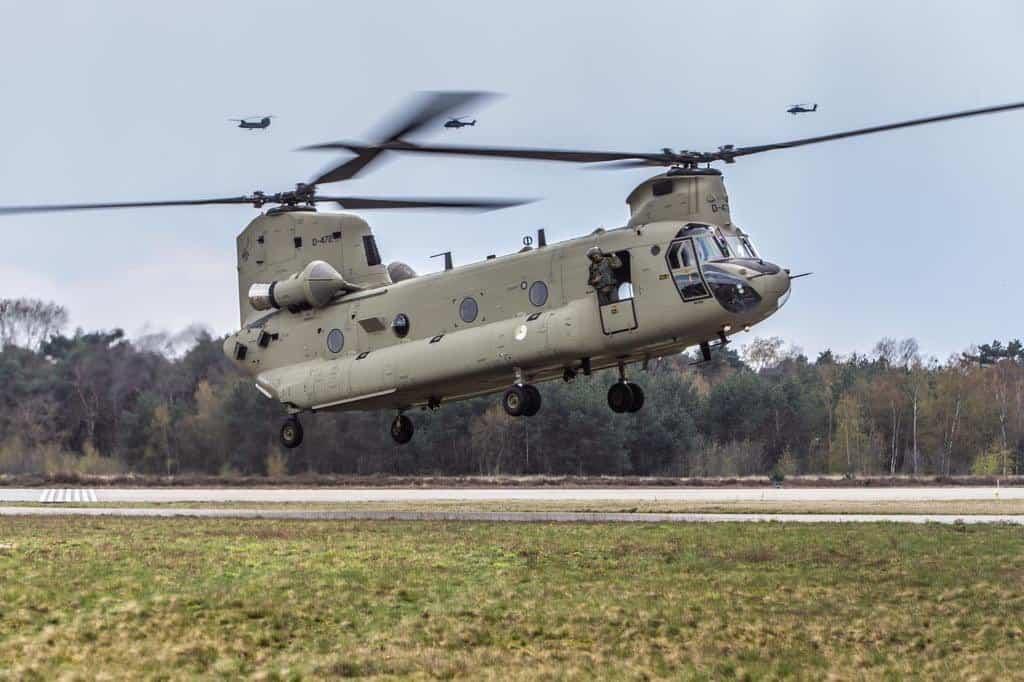 Перший CH-47F MYII CAAS Chinook доставлений на авіабазу в Нідерланди
