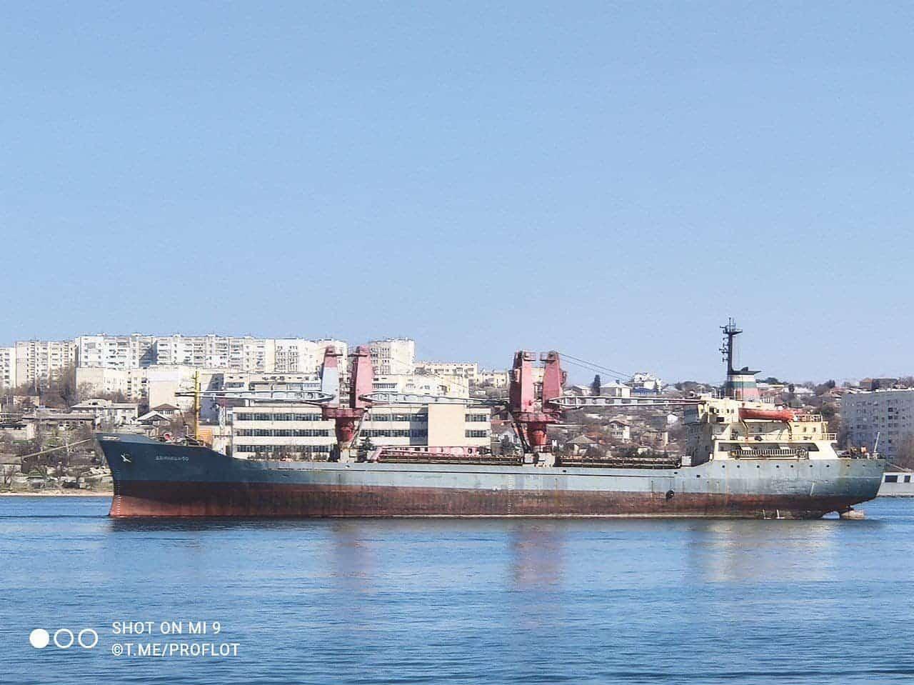 Процес буксирування судна «Двинница-50» на утилізацію