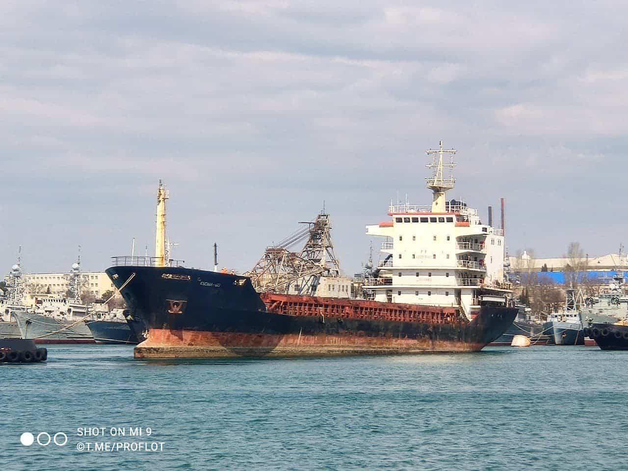 Процес буксирування судна «Кызыл-60» на утилізацію