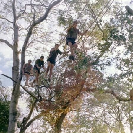 Один із видів бойової підготовки: групи по четверо проходили по такій канатній дорозі, розтягнутій між деревами