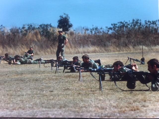 САСіці практикуються у стрільбі з РПД. Причини Їх любові до цього кулемету для мене залишається загадкою