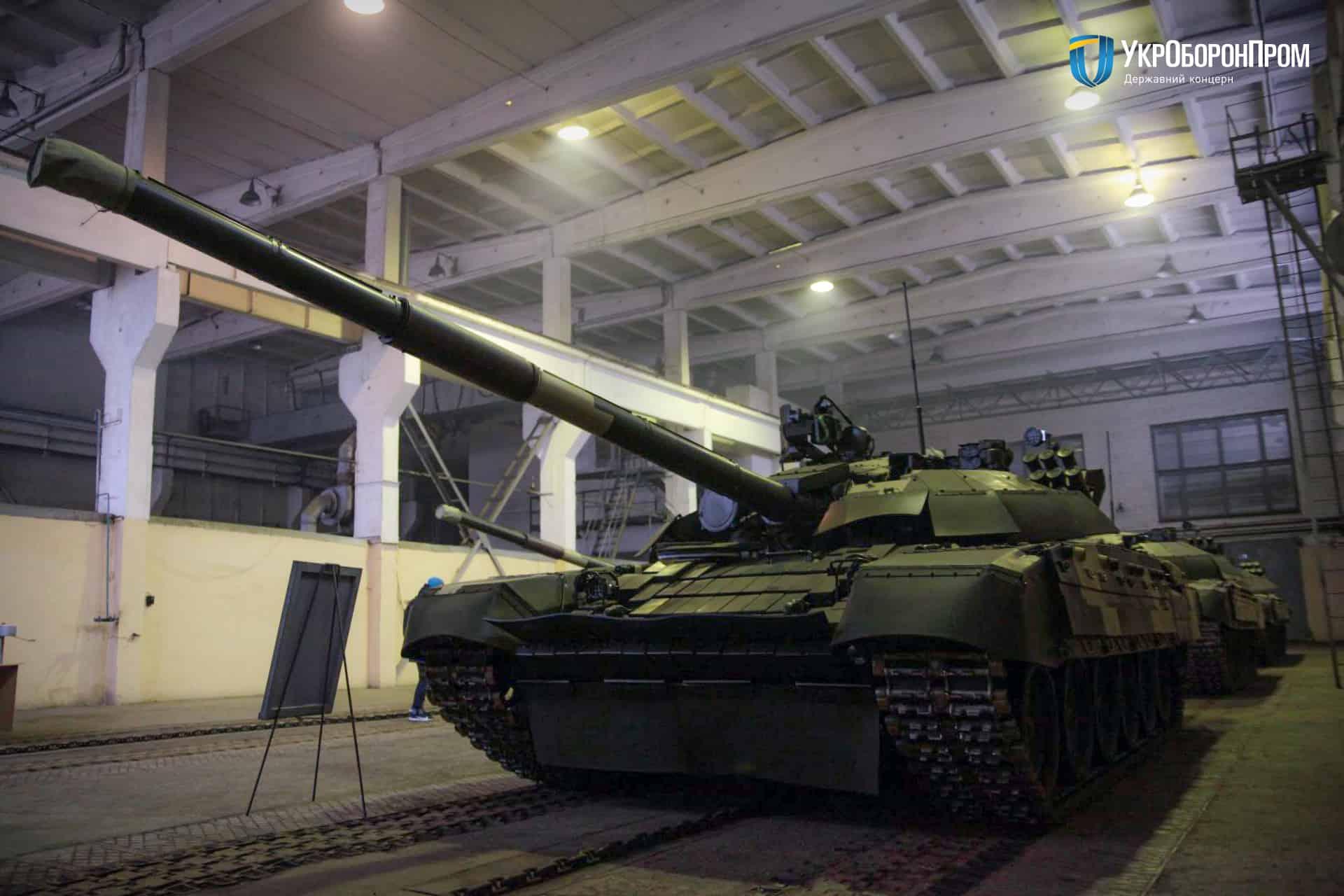 Відремонтований та модернізований на ДП «Київський бронетанковий завод» танк Т-72