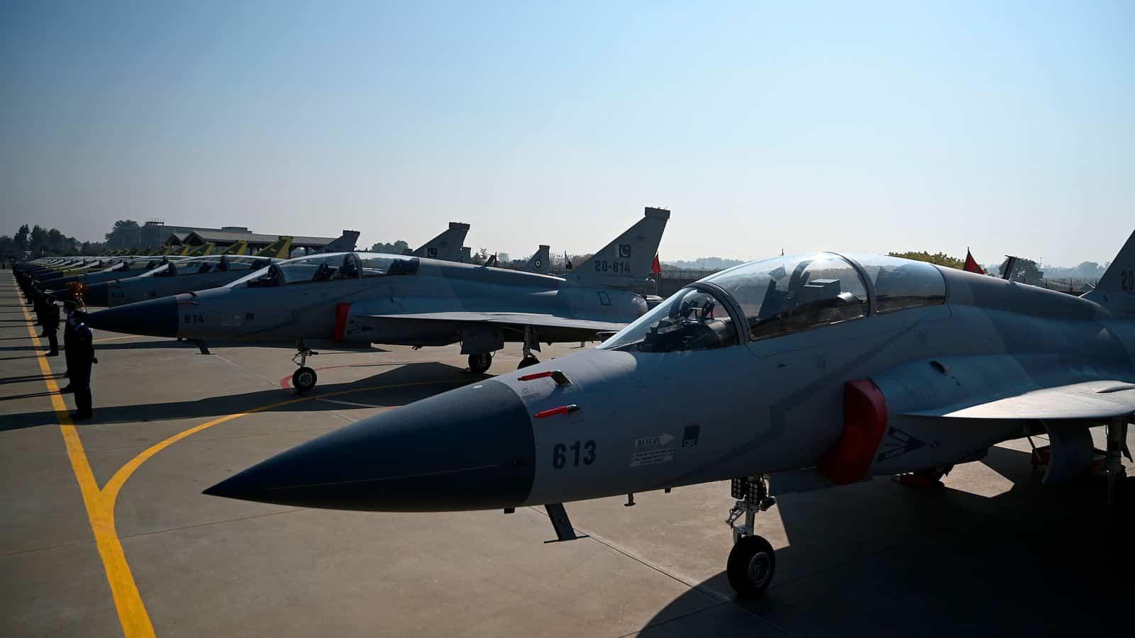 Багатоцільові винищувачі JF-17 Thunder