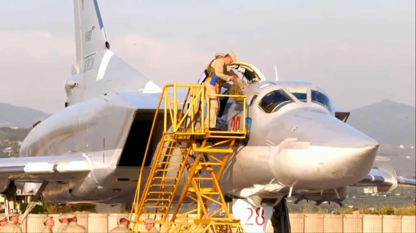 Російський бомбардувальник Ту-22М3 на авіабазі Хмеймім у Сирії