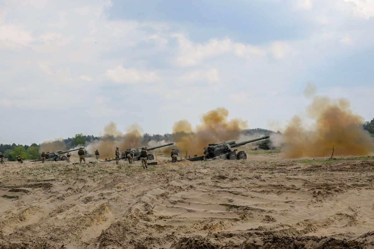 Стрільба з гармат 2А36 на навчаннях Dynamic Front 21 у Польщі