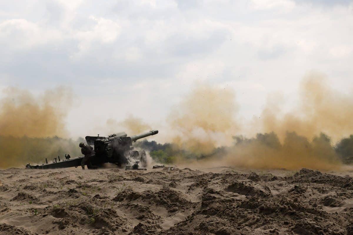 Стрільба з гармати 2А36 на навчаннях Dynamic Front 21 у Польщі