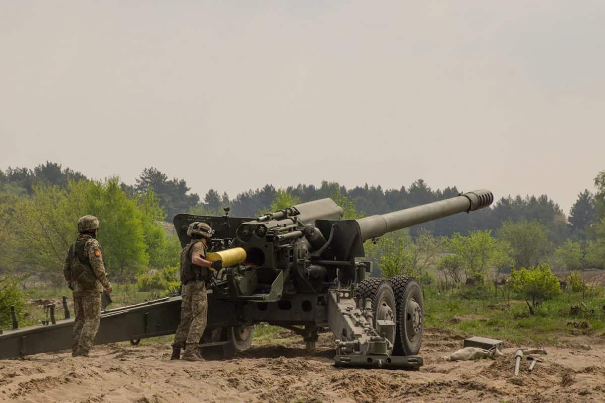 Заряджання гармати 2А36 на навчаннях Dynamic Front 21 у Польщі