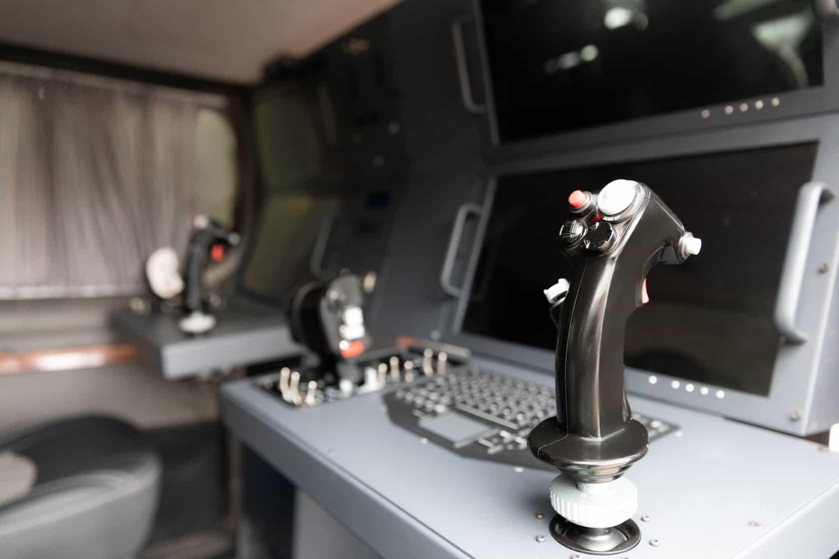 Місця оператора та пілота БПЛА UJ-22 Airborne