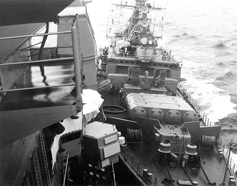 Навал «Беззавєтного» на корабель ВМС США. Фото з борту крейсера «Йорктаун». 12 лютого 1988