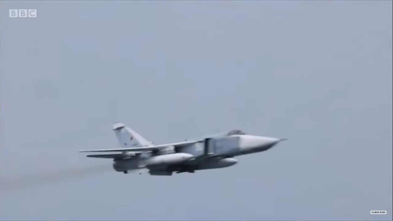 Проліт російського Су-24 поблизу британського есмінця Defender