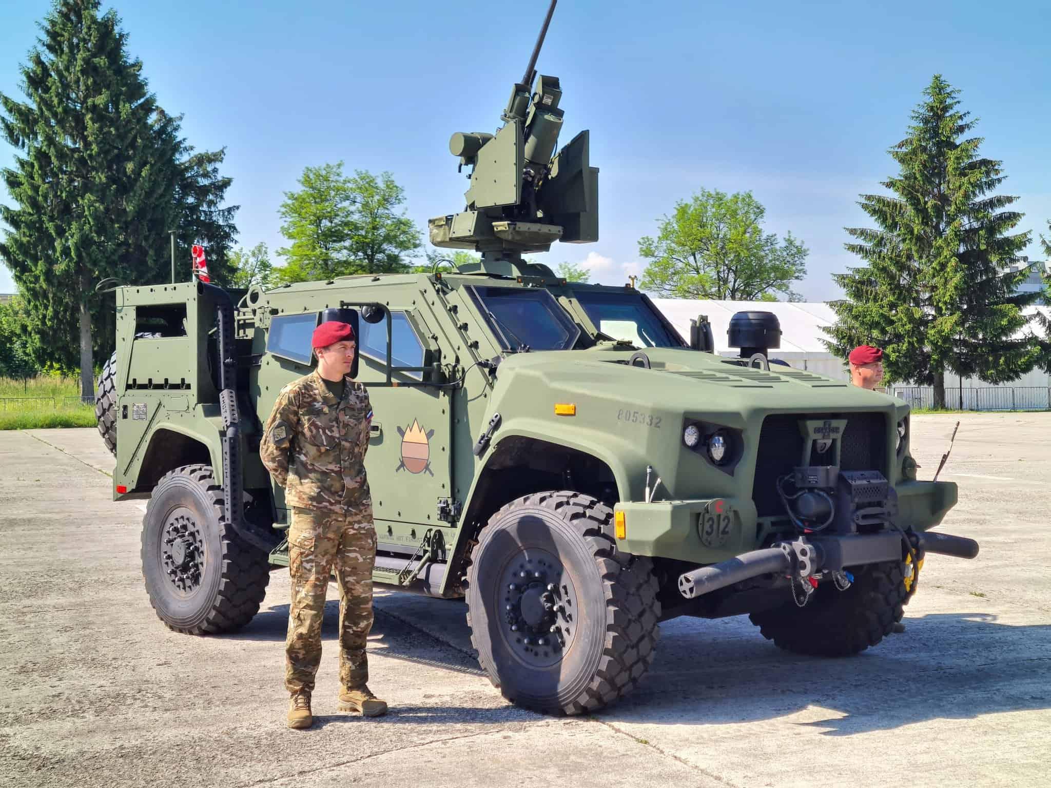 Словенський бронеавтомобіль JLTV