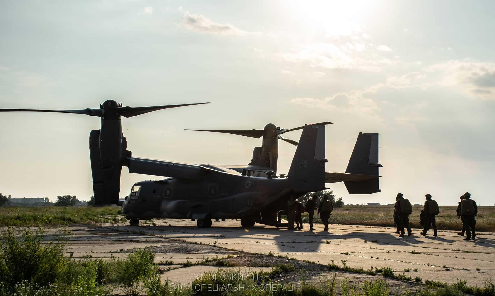 Конвертоплан V-22 Osprey на одному з аеродромів України