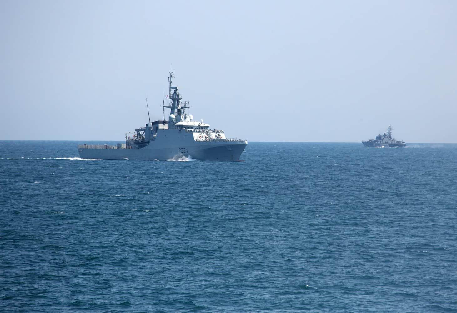 Патрульний корабель королівського флоту Великої Британії OPV Trent та корвет ВМС Болгарії «Бодри» на Sea Breeze 2021