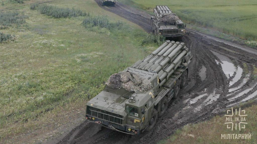 Реактивні системи залпового вогню «Смерч» поблизу Криму