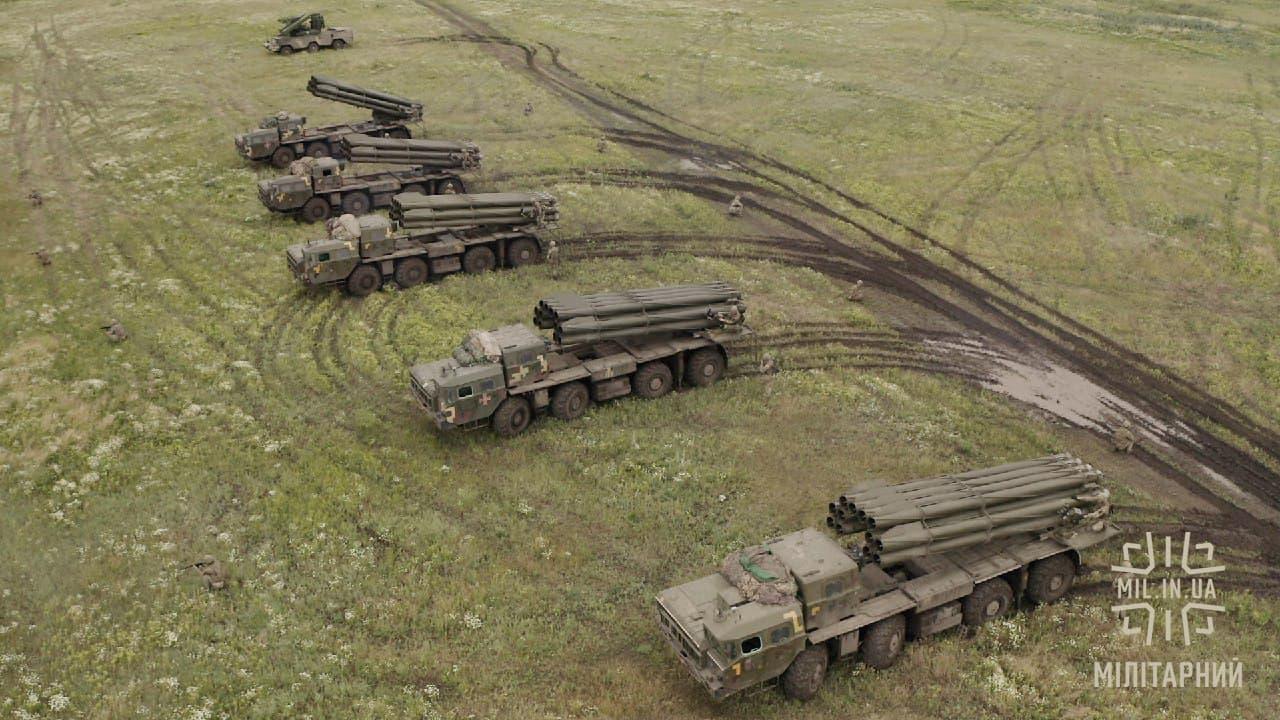 Реактивні системи залпового вогню «Смерч» та ЗРК «Оса-АКМ» поблизу Криму