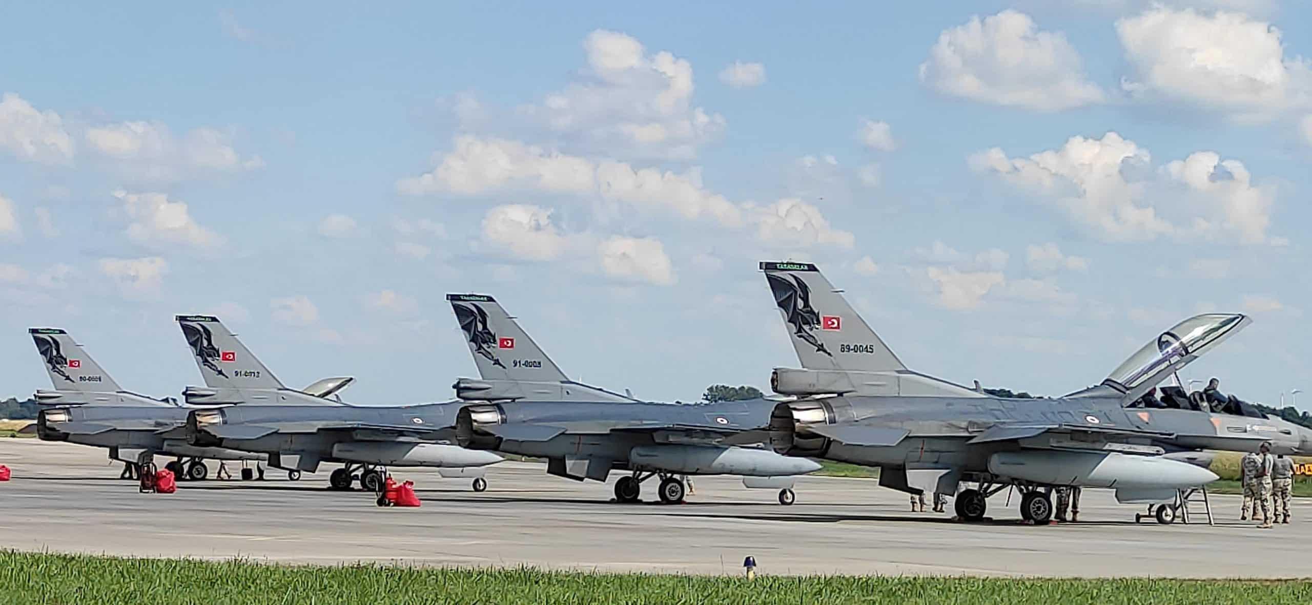 Турецькі багатоцільові винищувачі F-16 на авіабазі в Польщі