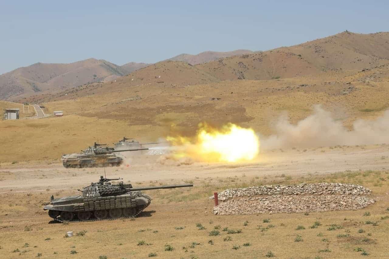 Узбецькі танки Т-62 на навчаннях