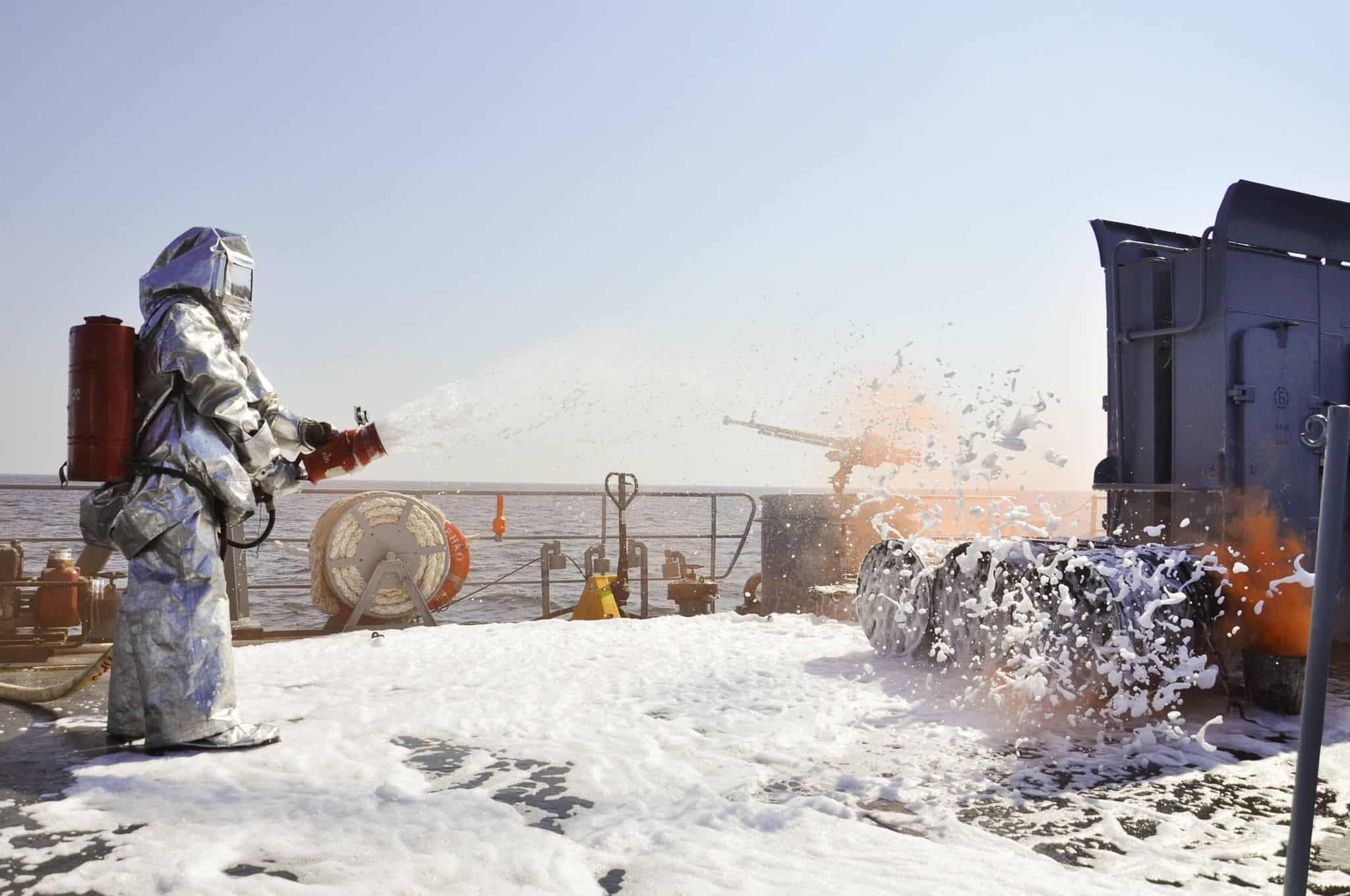 Відпрацювання гасіння пожежі на кораблі «Юрій Олефіренко»