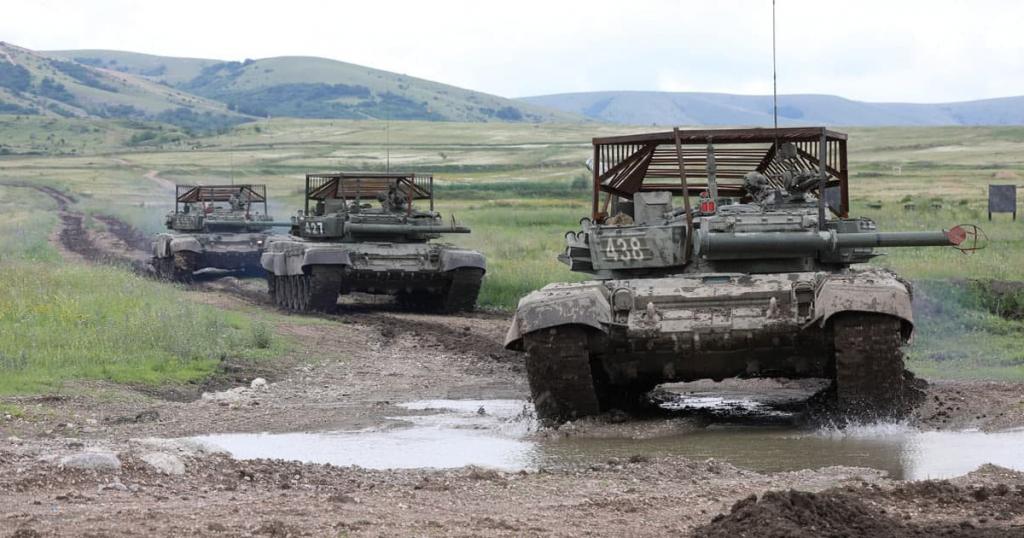 Танки Т-72Б3 ЗС РФ з новим захистом. Серпень 2021
