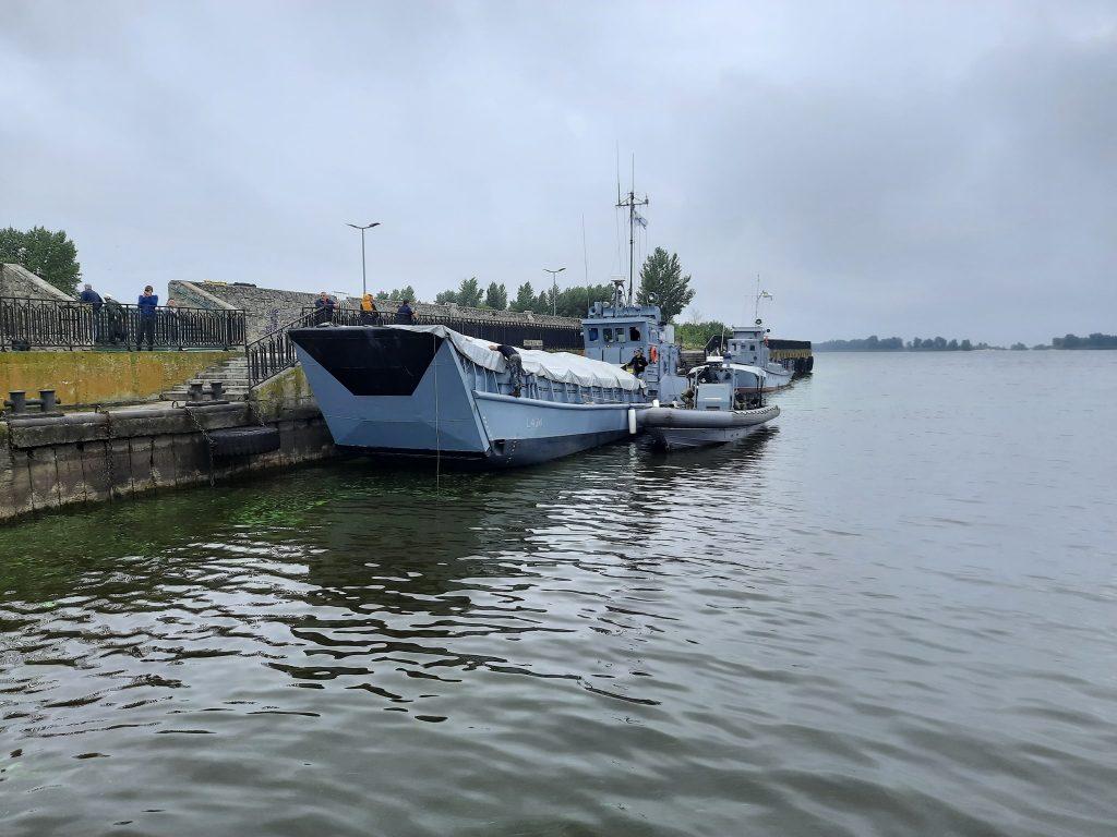 Десантний катер «Сватове» та човен Willard у Черкасах