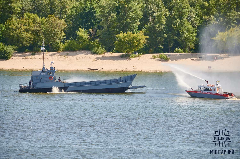 Десантний катер «Сватове» та пожежно-рятувальний катер ДСНС