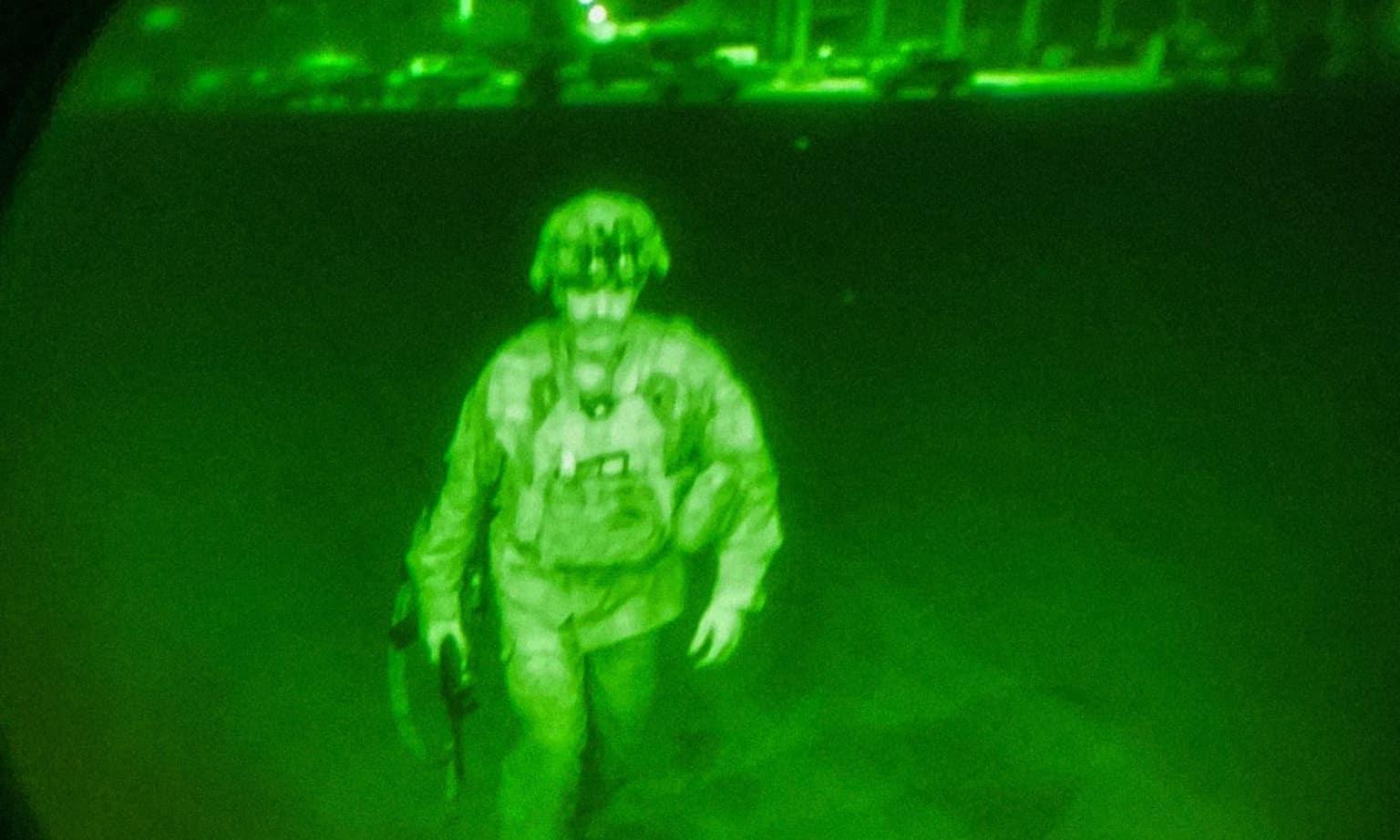 Генерал-майор Кріс Донах'ю - останній військвий США, який залишив Афганістан. 30 серпня 2021. Фото: Військові США