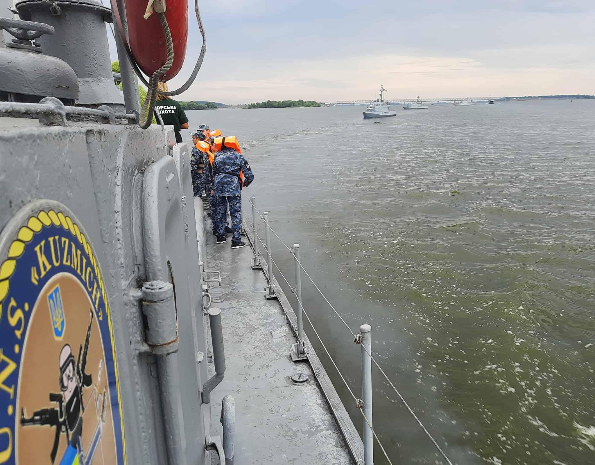 Катери ВМС ЗС України йдуть за катером «Кузьмич»