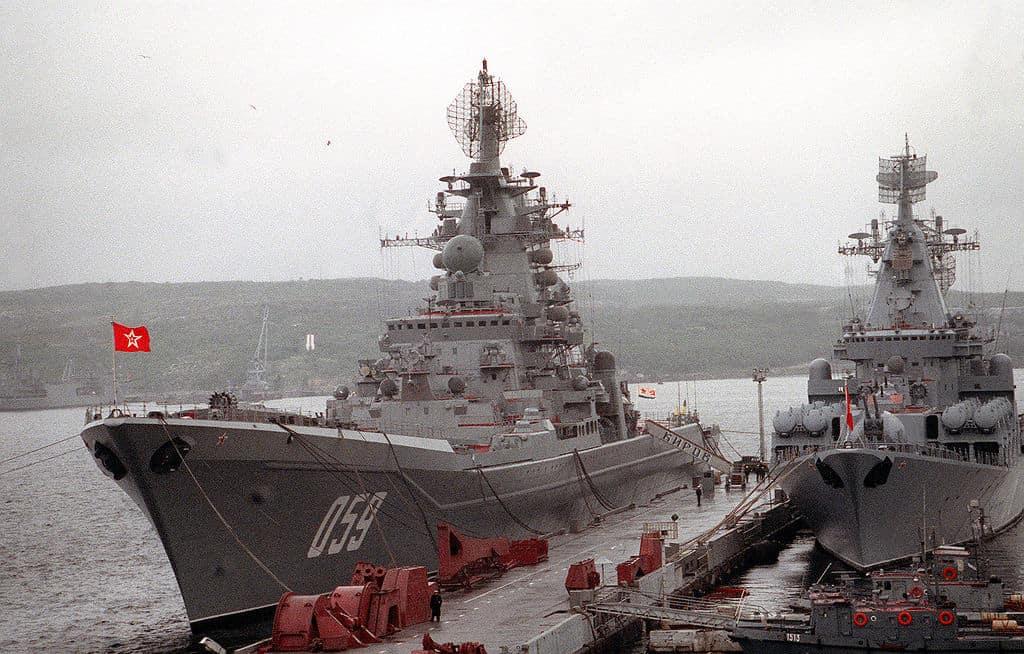 Крейсер «Кіров» у причала Сєвєроморська