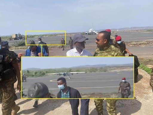 Прем'єр-міністр Абій в аеропорту Сефера. Позаду - БПЛА, схожий на Mohajer 6
