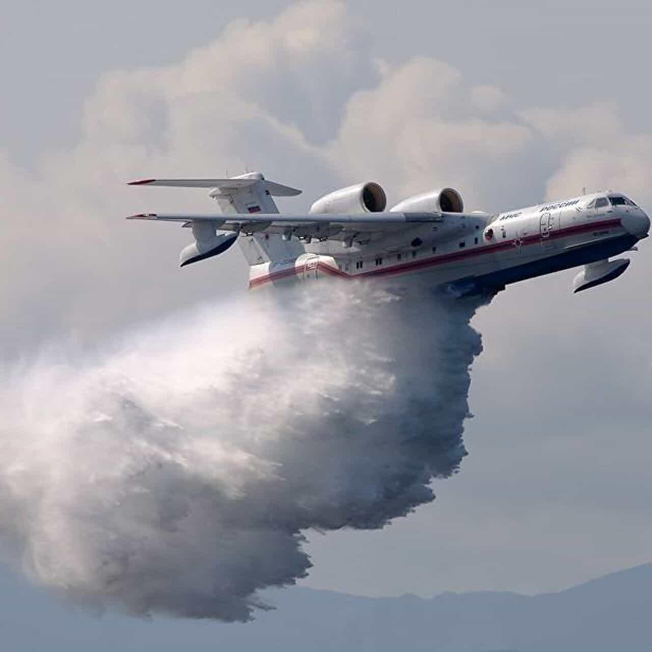 Російський пожежний літак Бе-200