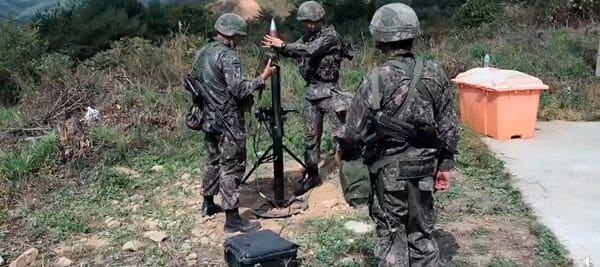 Стрільба південнокорейського розрахунку з модернізованого 81-мм міномету