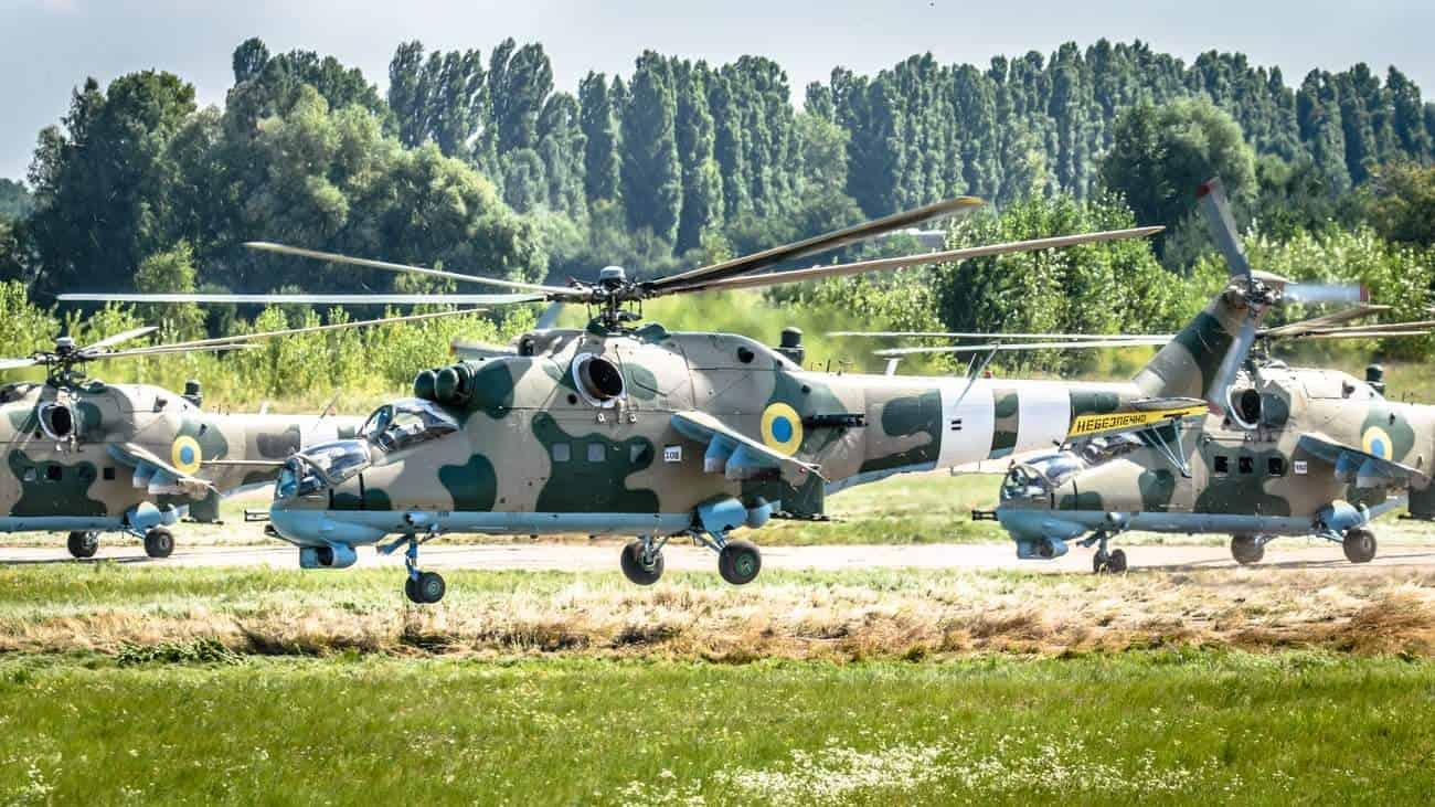 Ударні гелікоптери Мі-24 армійської авіації Сухопутних військ ЗСУ