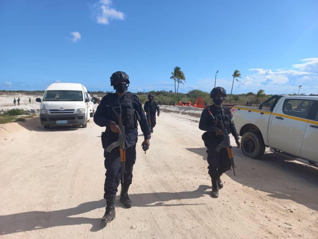 Військові Руанди патрулюють звільнене місто Мосамбоа-да-Прая у Мозамбіку