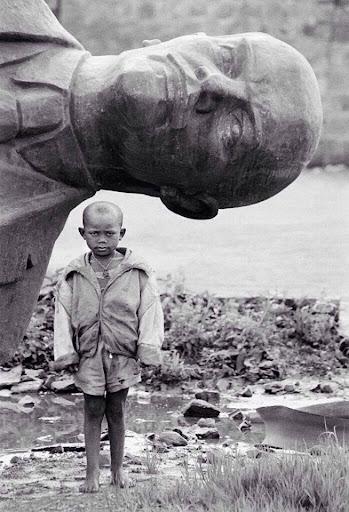 повалений пам'ятник Леніну в Аддис-Абебі