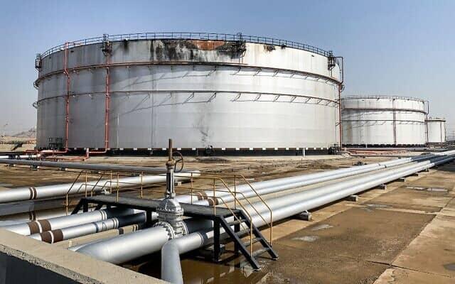 Наслідки удару по нафтопереробному заводу у Саудівській Аравії