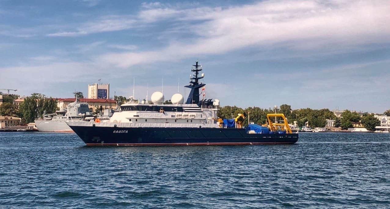 Дослідне судно «Ладога» проєкту 11982 у Севастополі. 11 вересня 2021 року