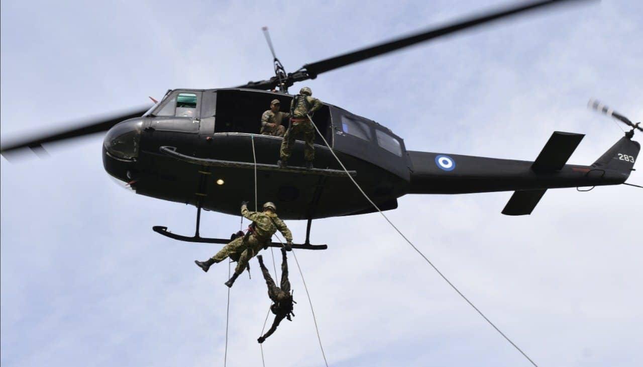 Гелікоптер UH-1H сил Сальвадору. Серпень 2021. Фото: Міноборони Сальвадору