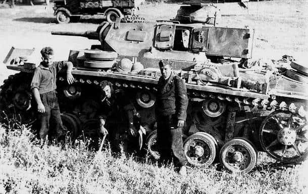 «Кримський» варіант машини Bogward IV операторів. Добре видно бронеящик позаду башти.