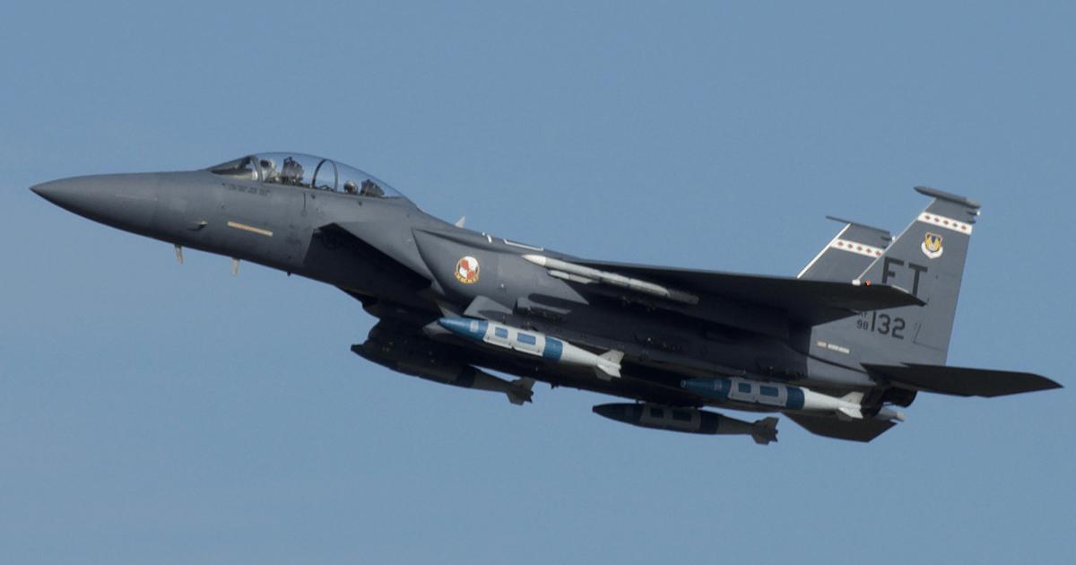 Винищувач F-15E з бомбами GBU-31 JDAM. 2021 рік. Фото: ПС США