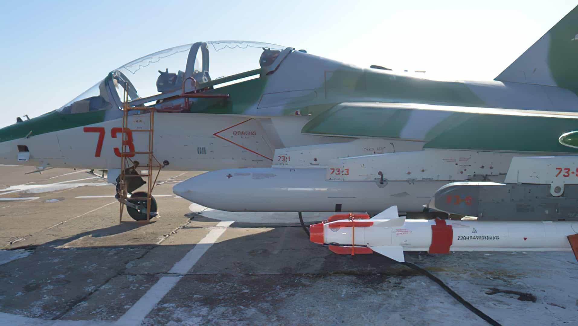 Білорусь освоїла ремонт ракет Р-27. Ракета Р-73 на навчально-тренувальному літаку Як-130 Фото: vpk.gov.by