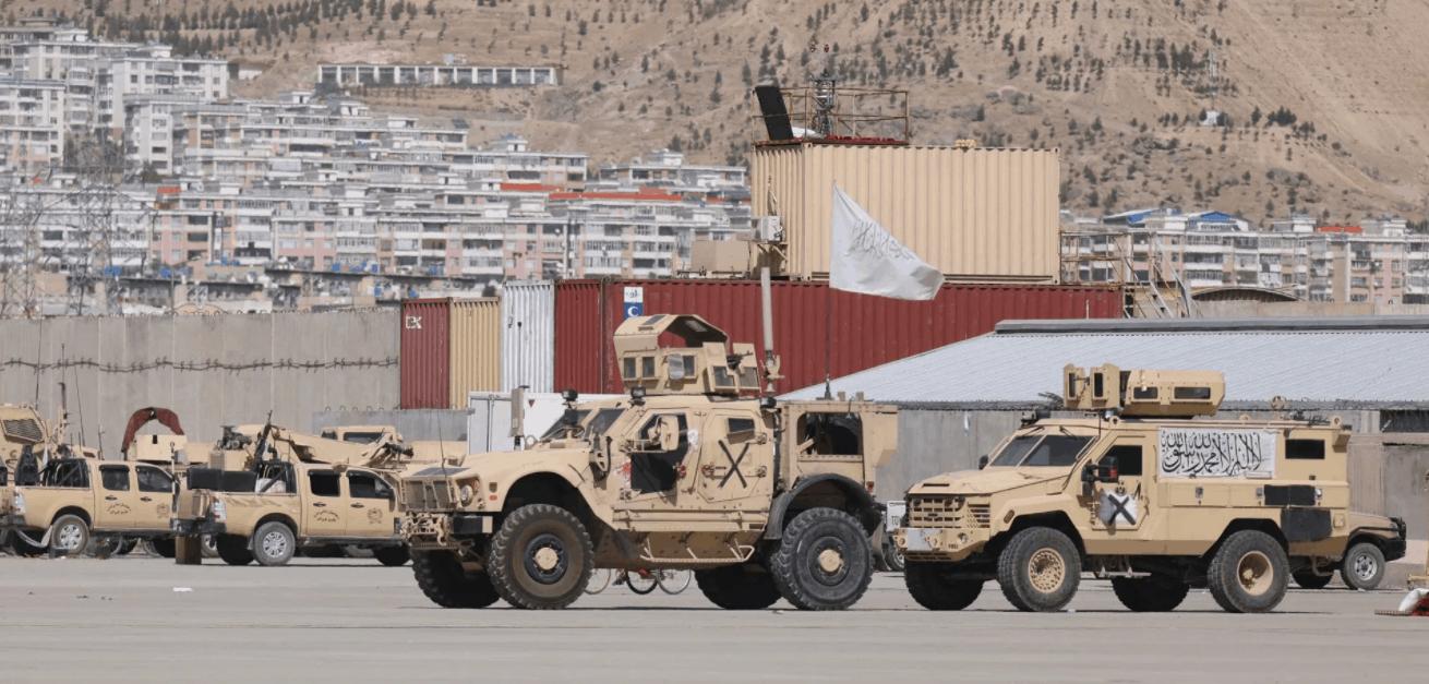 """Покинута військова техніка США з прапорами """"Талібану"""". Вересень 2021"""