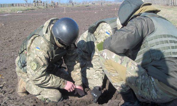 Військові сапери продовжують зачищення периметру території військової частини в Балаклії – Міністерство оборони