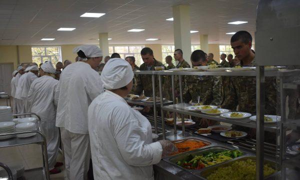Навчальний центр ВДВ перейшов на нову систему харчування